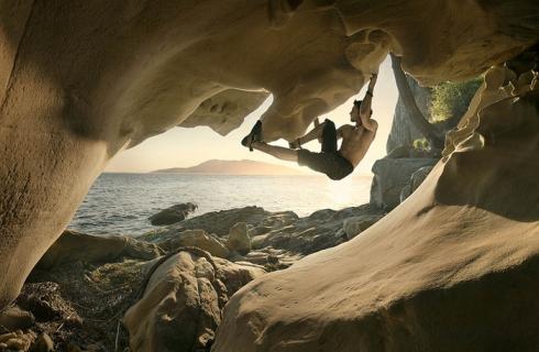 Fstoppers-Kiliii-Fish-climbing-photo1